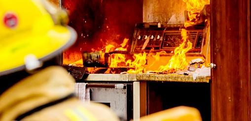 Pompiers et feu de cuisine